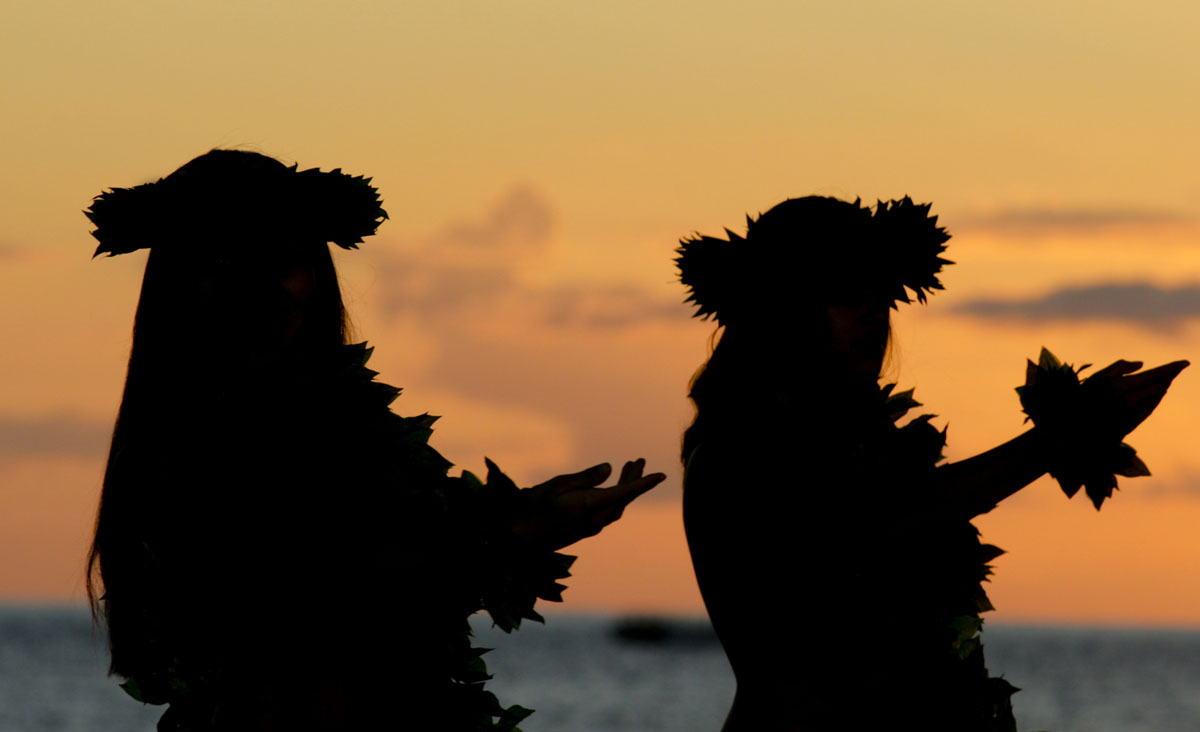 Hawaiian-Female-Dancers-1